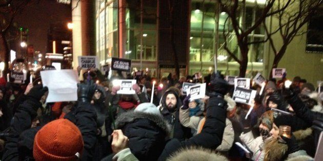 Attentat contre Charlie Hebdo: des Montréalais se rassemblent pour exprimer leur solidarité