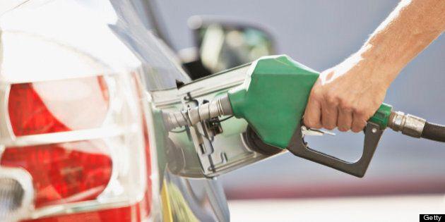 Prix de l'essence: le cours du pétrole brut recule brièvement sous la barre des 50 $