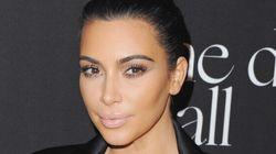 Kim Kardashian méconnaissable les sourcils décolorés
