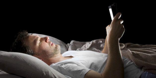 Insomnies: comment votre tablette vous empêche de dormir et détériore durablement votre