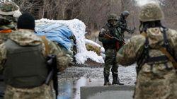 Dans l'obscurité, l'Ukraine et les rebelles échangent leurs prisonniers de