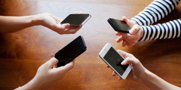 Populaire la ligne téléphonique pour dénoncer les comptes à