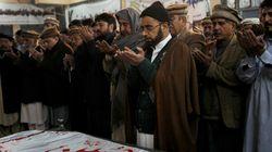 Le Pakistan enterre ses morts