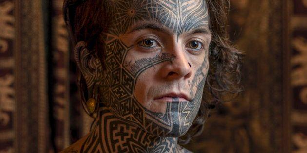 Tatouages faciaux: des photos saisissantes de ceux qui ont franchi le