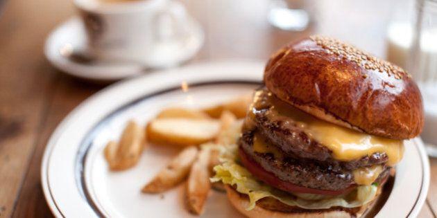 Starbucks mord dans le marché du hamburger avec un nouveau restaurant à Los