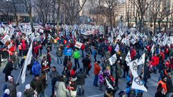 Des milliers de manifestants marchent contre l'austérité à Montréal et