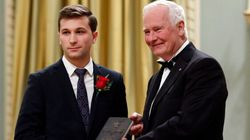 Gabriel Nadeau-Dubois reçoit son Prix du gouverneur général avec émotion
