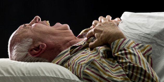 Parler dans son sommeil? 5 choses à savoir si vous êtes