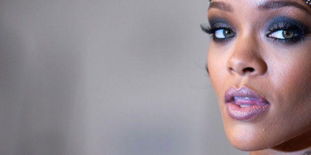 Rihanna se fait (littéralement) des cheveux blancs