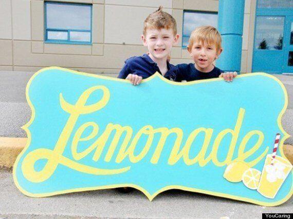 Stand de limonade lucratif: plus de 50 000$ amassés pour la chirurgie d'un garçon de sept