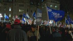 Manifestation bruyante devant la mairie à Québec