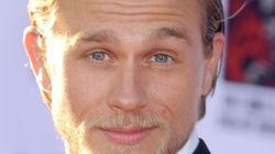 Charlie Hunnam fabuleux à la première de «Sons of Arnarchy»