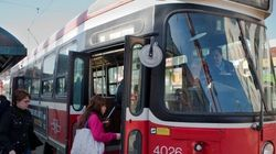 Les nouveaux tramways de Toronto accueillent leurs premiers passagers