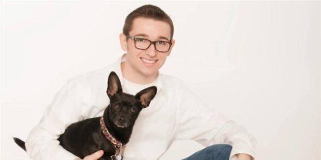 Renvoyé de la maison, un jeune homosexuel amasse 94 000 $ grâce au