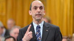 À la demande du lobby des armes, le ministre Blaney affaiblit les contrôles sur les fusils