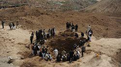 Le village afghan dévasté par des glissements de terrain appelle à