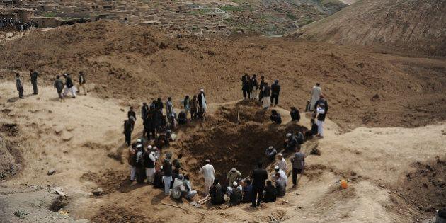 Afghanistan : le village dévasté par des glissements de terrain appelle à