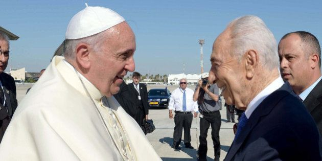 TEL AVIV, ISRAEL - MAY 25: Pope Francis welcomed by Israeli President Shimon Peres (R) at Ben Gurion...