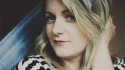 «Ma vie amoureuse de marde» : Anne-Marie Dupras présente le livre de ses folles histoires de