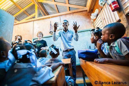 Les jeunes et la coopération internationale: entre espoir et