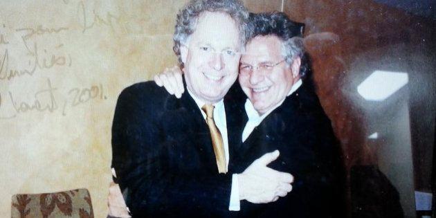 Tony Accurso a organisé un cocktail de financement et posé avec Jean