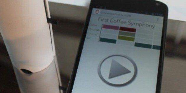 L'oPhone, téléphone intelligent qui permet d'envoyer et recevoir des odeurs par SMS, commercialisé début