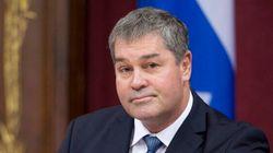 Déficit à la CSDM : le ministre Yves Bolduc se montre