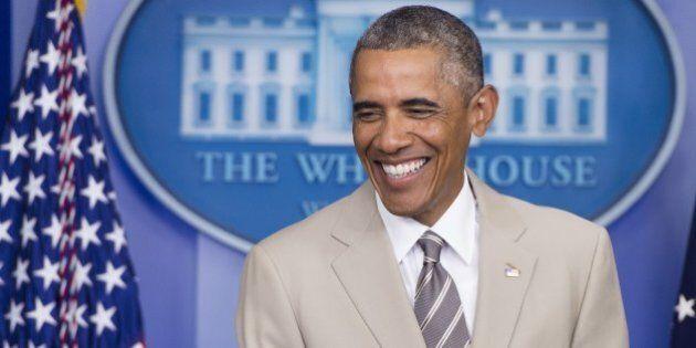 Barack Obama en costume couleur sable fait ricaner les réseaux