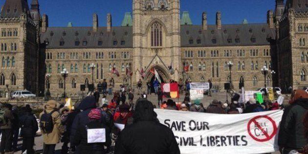 Une manifestation contre le projet de loi C-51 à