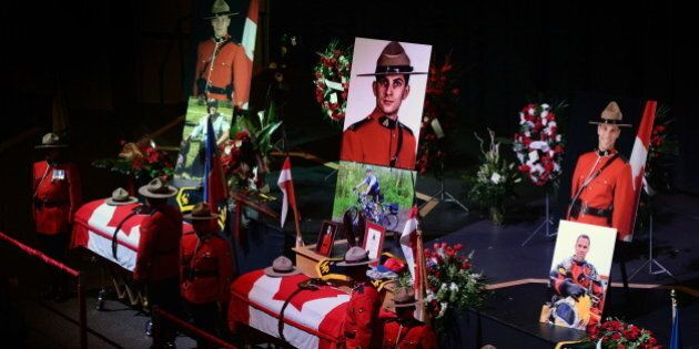 Fusillade de Moncton: les dépouilles des trois agents de la GRC sont exposées en chapelle