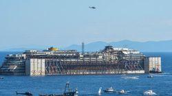 Le Costa Concordia quitte enfin le Giglio devant quelques survivants du naufrage