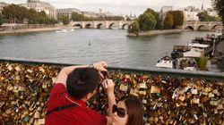 Le pont de Arts à Paris ploie sous le poids des «cadenas