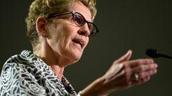 Ontario: Wynne défend une pub