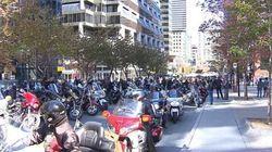 Des centaines de motocyclistes manifestent devant le bureau de Philippe