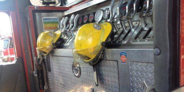 Montréal: des pompiers manifestent bruyamment en appui aux collègues