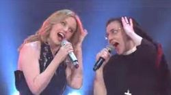 En Italie, Kylie Minogue chante avec une religieuse superstar