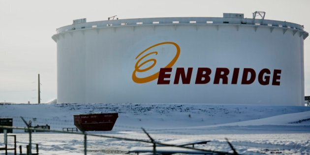 An Enbridge Inc. oil tank stands at the Hardisty tank farm in Hardisty, Alberta, Canada, on Saturday,...