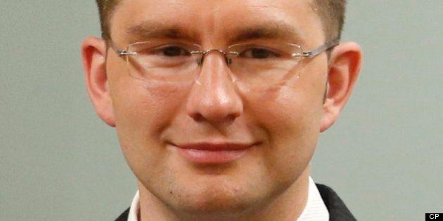 Réforme électorale: le ministre Pierre Poilievre dit avoir l'esprit ouvert à des