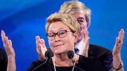 Pauline Marois devant