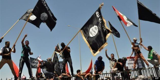 Irak: les insurgés prennent un poste-frontière avec la Syrie, appels à