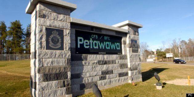 Un caporal-chef de Petawawa est accusé de deux agressions