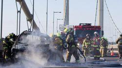 Un véhicule en feu sur le pont Pierre-Laporte