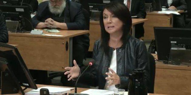 Nathalie Normandeau fait des recommandations à la commission