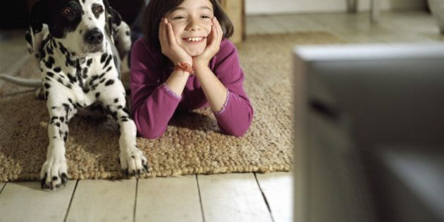 Les enfants qui écoutent davantage la télé dorment moins
