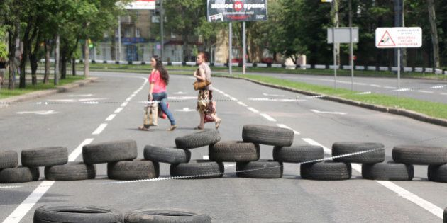 DONETSK, UKRAINE - MAY 27:  Pro-Russian separatists block the road to Donetsk Airport in Donetsk, Ukraine on 27 May, 2014. (Photo by Veli Gurgah/Anadolu Agency/Getty Images)