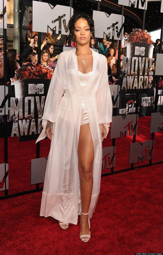 MTV Movie Awards: Rihanna se balade en lingerie sur le tapis
