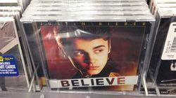 Un artiste remplace des albums de Justin Bieber par les