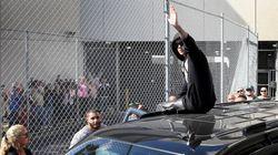 Justin Bieber salue ses fans à sa sortie de prison