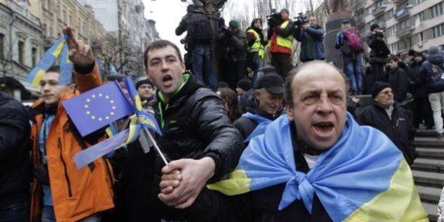 Le président Viktor Ianoukovitch attendu en Ukraine où l'opposition réclame son