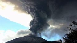 Salvador: Un volcan qui émet des gaz toxiques force l'évacuation de centaines de